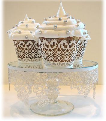 cupcake-wrapper-white-filigree