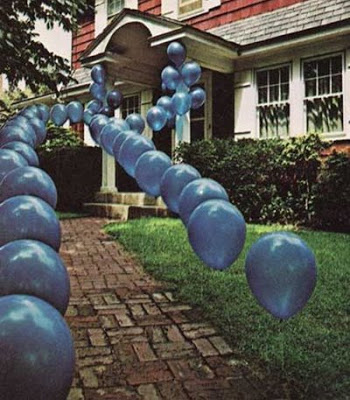 blue-balloon-walkway