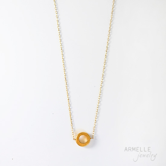 simple-circle-necklace