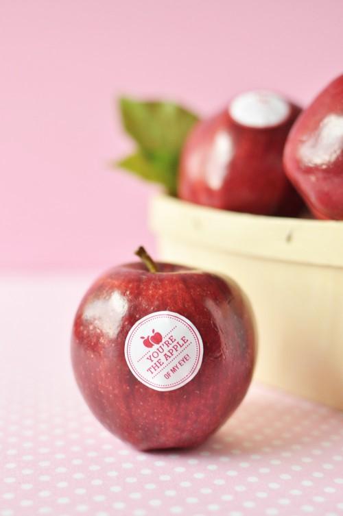 DIY_Valentine_Fruit_Stickers_5-500x753-1