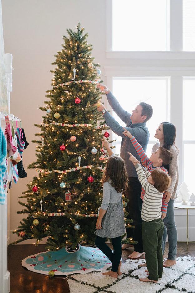 Family Hanging Hallmark Goldcrown Keepsake Ornaments