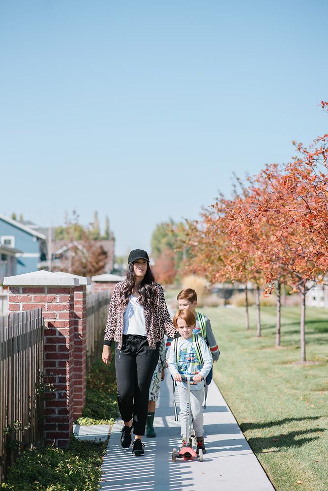Mom and Kids walking to School mini kick